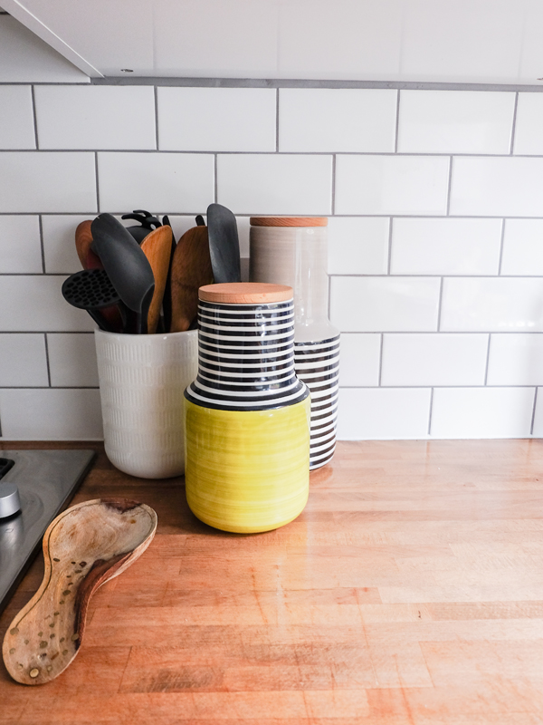 Subway tiles with contrast grout | Hello Victoria
